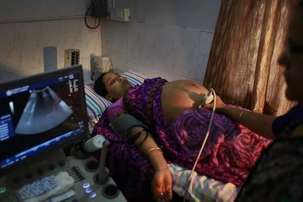 Tòa án Ấn Độ cho phép người phụ nữ phá thai ở tuần 28 dù trái luật