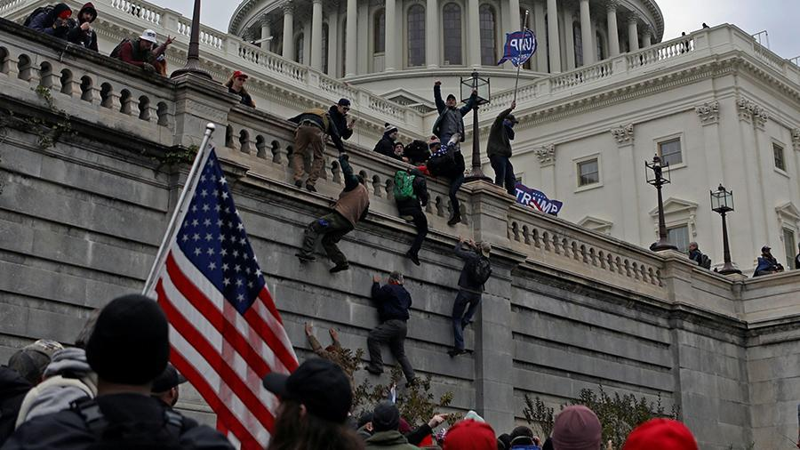 Người tham gia bạo loạn ở Điện Capitol có thể lĩnh 20 năm tù