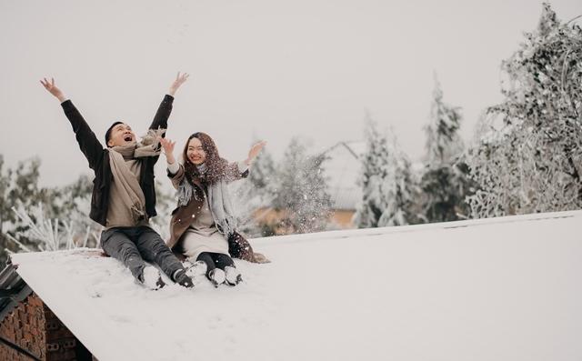 Cặp đôi chụp ảnh cưới dưới mưa tuyết Y Tý như phim ngôn tình