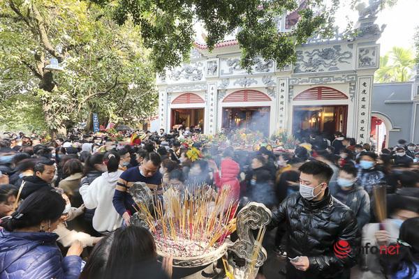 Phủ tây hồ,tết nguyên đán,đông người,khẩu trang,lễ chùa,lễ phủ