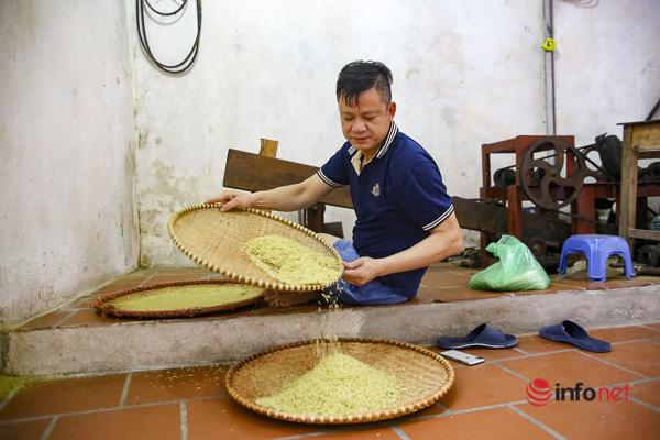 Làng cốm nức tiếng Hà Thành nay đã khác, máy móc rộn ràng thay tiếng chày giã gạo