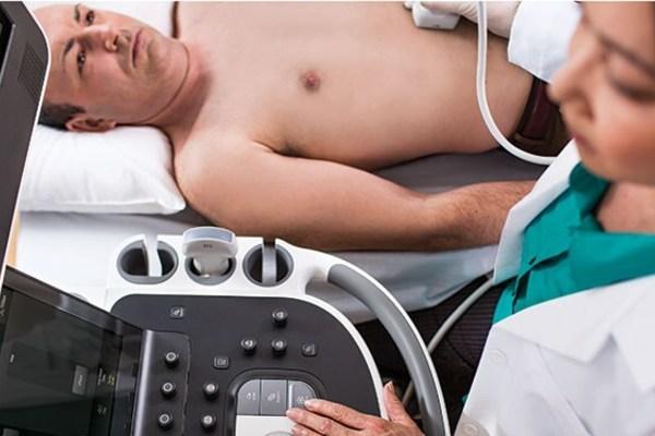 Đau bụng tới bệnh viện kiểm tra, người đàn ông bị sốc vì kết quả 'có thai'