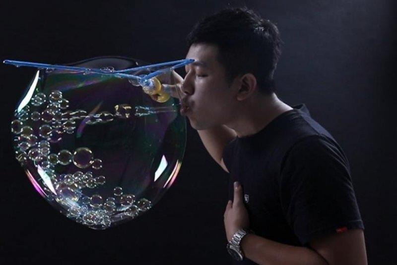 Kỷ lục ngoạn mục về thổi bong bóng xà phòng