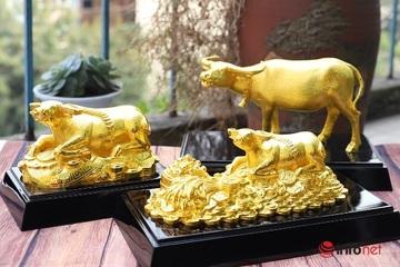 """Tượng trâu vàng hàng chục triệu đồng săn khách thích """"đồ độc"""" mùa Tết"""