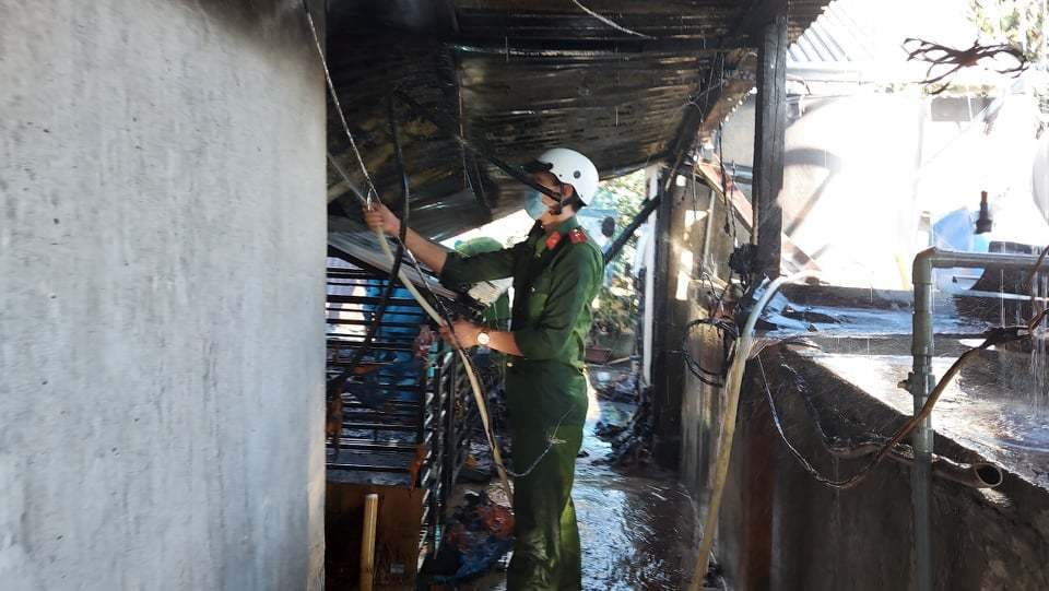 Lâm Đồng: Nhà cháy dữ dội trong gió lốc, nhiều tài sản giá trị thành tro tàn