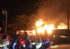 TP.HCM: Cháy lớn ở xưởng gỗ và dãy nhà trọ, thiệt hại nhiều tỷ đồng