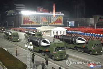 Triều Tiên diễu binh trong đêm, vũ khí mới lộ diện
