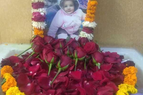 Bố mẹ bé gái 20 tháng tuổi Ấn Độ hiến tạng con để cứu 5 người