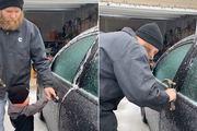 Người đàn ông dùng búa đập cửa ô tô và lý do đằng sau