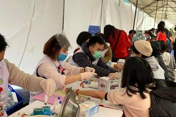 Hàng nghìn sinh viên thủ đô đi hiến máu cứu người