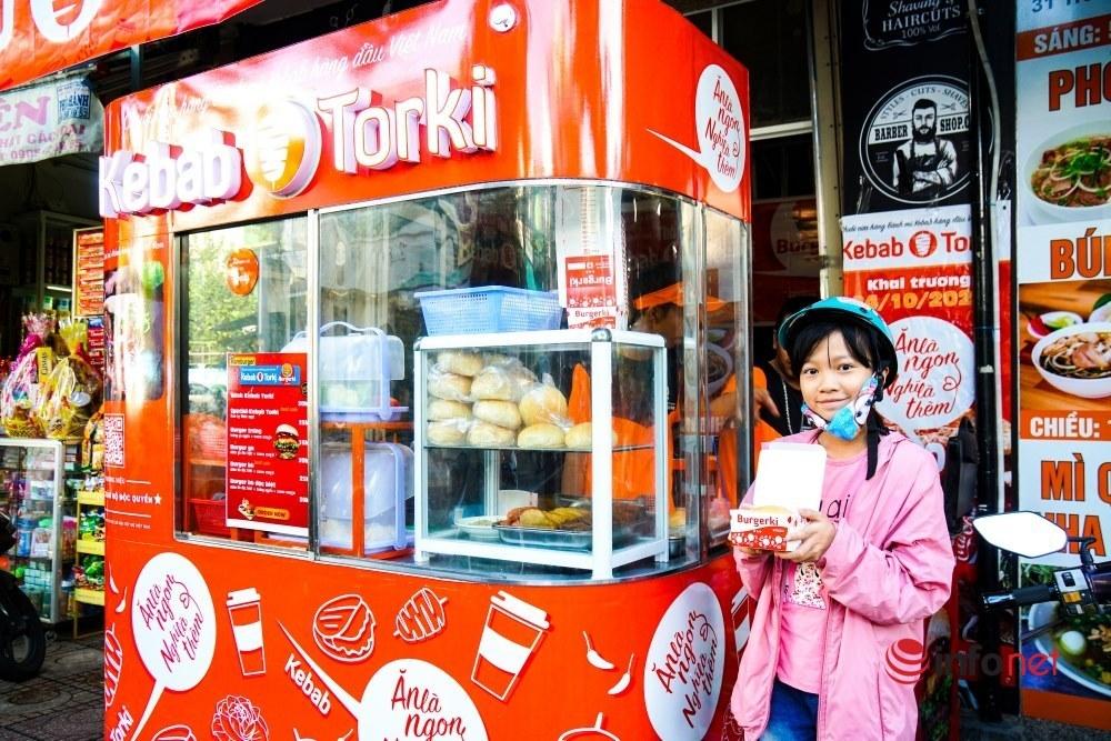 Từ bán dạo bánh mì, chàng kỹ sư công nghệ tiết lộ bí quyết trở thành chủ chuỗi fast food