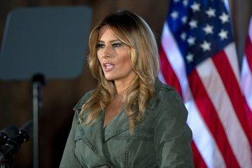 Bà Melania Trump rời Nhà Trắng khi tỷ lệ ủng hộ xuống cực thấp
