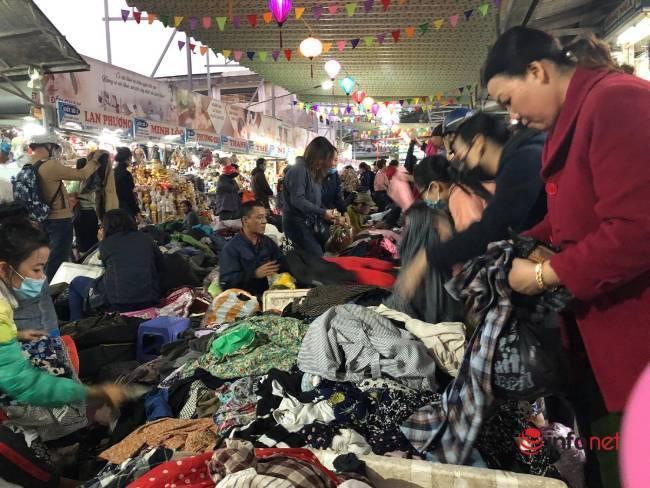 Mưa rét bất thường, chợ đồ cũ vài chục ngàn đồng/món đông khách chưa từng thấy - Ảnh 12.
