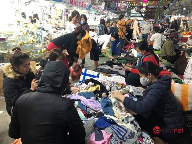 Mưa rét bất thường, chợ đồ cũ vài chục ngàn đồng/món đông khách chưa từng thấy - Ảnh 5.
