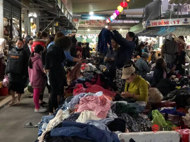 Mưa rét bất thường, chợ đồ cũ vài chục ngàn đồng/món đông khách chưa từng thấy - Ảnh 10.