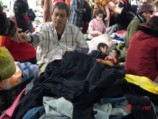 Mưa rét bất thường, chợ đồ cũ vài chục ngàn đồng/món đông khách chưa từng thấy - Ảnh 9.