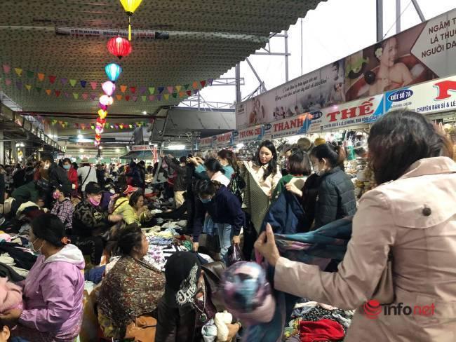 Mưa rét bất thường, chợ đồ cũ vài chục ngàn đồng/món đông khách chưa từng thấy - Ảnh 7.