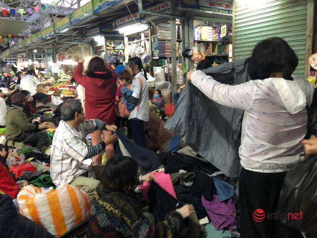 Mưa rét bất thường, chợ đồ cũ vài chục ngàn đồng/món đông khách chưa từng thấy - Ảnh 6.