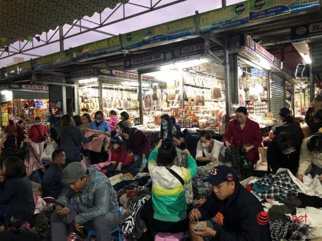 Mưa rét bất thường, chợ đồ cũ vài chục ngàn đồng/món đông khách chưa từng thấy - Ảnh 11.