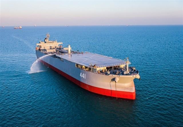 Khám phá tàu chiến 'khủng' của Iran lớn hơn tàu sân bay Mỹ