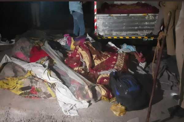 Ngủ trên vỉa hè vào ban đêm, 15 lao động nghèo Ấn Độ bị xe tải cán chết