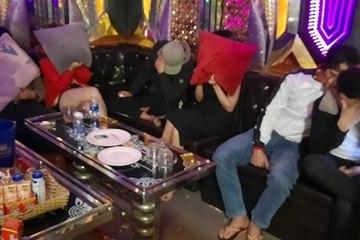 'Dẹp loạn' ở quán ăn, phát hiện 12 thanh niên dương tính với ma túy trong quán karaoke đối diện