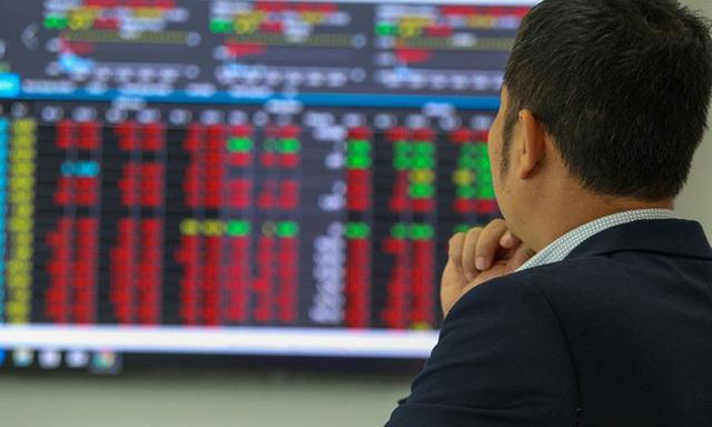 Chứng khoán đảo chiều rớt mạnh, nhà đầu tư mới bị chê non nớt, 'yếu tim'