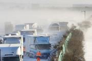Hơn 130 ô tô tông vào nhau trên cao tốc Nhật Bản, 200 người bị mắc kẹt