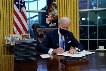 Những sắc lệnh nào ông Biden đã ký khi vừa nhậm chức?