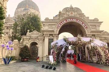 """Choáng ngợp đám cưới """"khủng"""" tại lâu đài dát vàng ở Ninh Bình"""