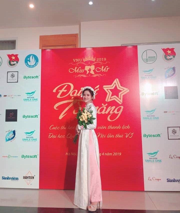 Sau cái bắt tay MC Lại Văn Sâm năm 12 tuổi, nữ sinh Nhân văn quyết tâm theo đuổi đam mê đến cùng
