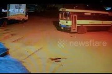 Chiếc xe buýt 'như bị ma làm', tự chạy quanh bãi đỗ