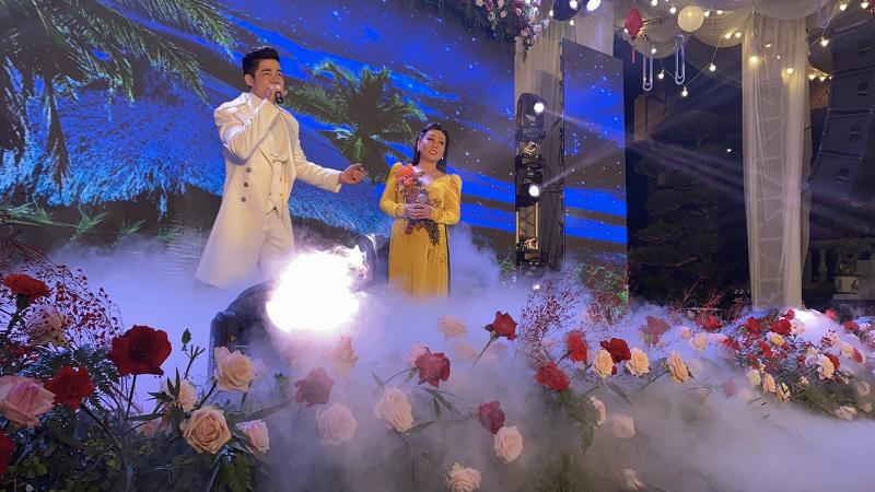 Choáng ngợp với đám cưới trang trí 5 tấn hoa tươi ở Nam Định