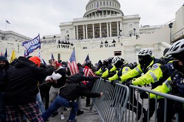 Thêm 2 cảnh sát Mỹ tự tử sau vụ bạo loạn ở Điện Capitol