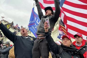 Hàng chục nghìn người Mỹ rời đảng Cộng hòa sau vụ bạo loạn ở điện Capitol