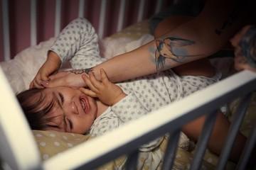 Bị trầm cảm sau sinh, mẹ quay sang bạo hành con 3 tháng tuổi