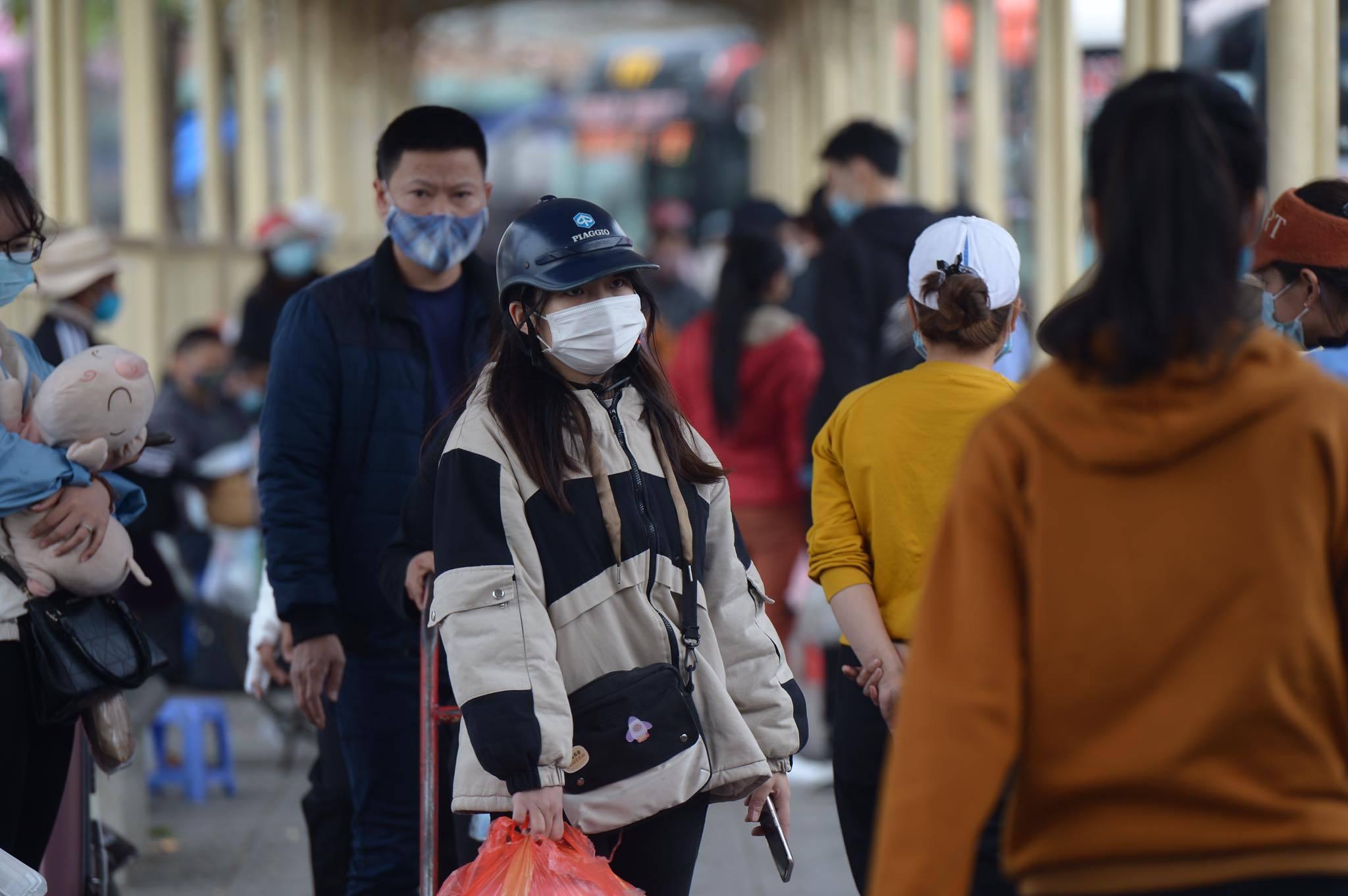 Sinh viên ùn ùn rời Thủ đô về quê ăn Tết sớm