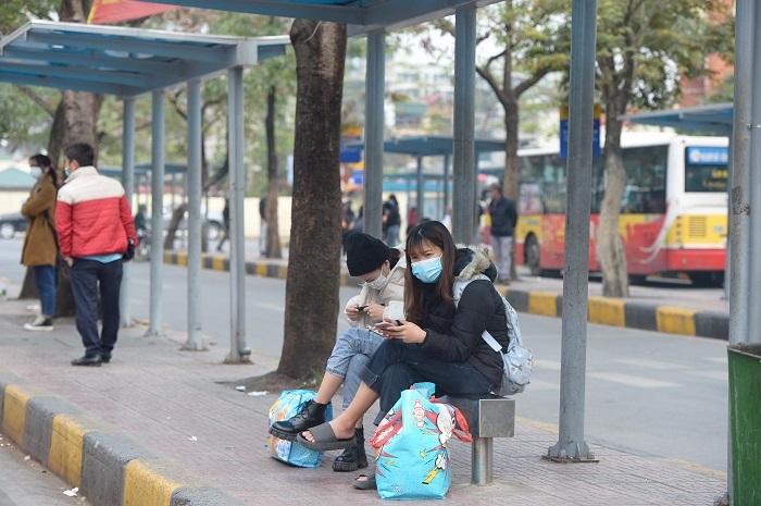 Hà Nội: Thêm ca mắc mới trong cộng đồng là nhân viên ngân hàng, người dân cân nhắc việc về quê ăn Tết