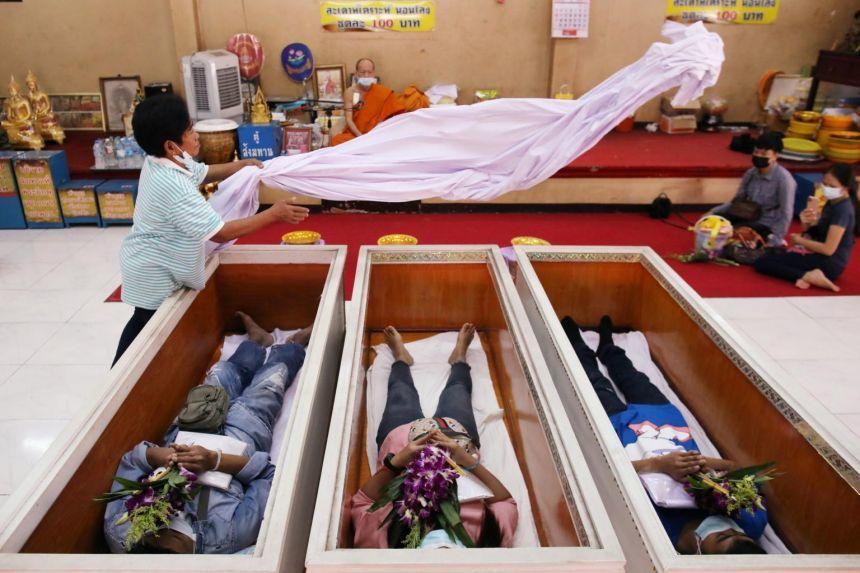 Lạ lùng chuyện làm đám ma giả để sống tốt hơn ở Thái Lan