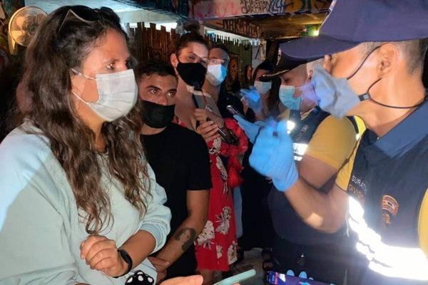 Thái Lan bắt giữ 89 du khách nước ngoài tụ tập ở quán bar giữa dịch