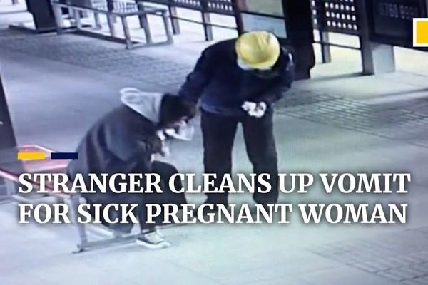 Cảm động hình ảnh người đàn ông nhiệt tình giúp đỡ thai phụ tại trạm xe buýt