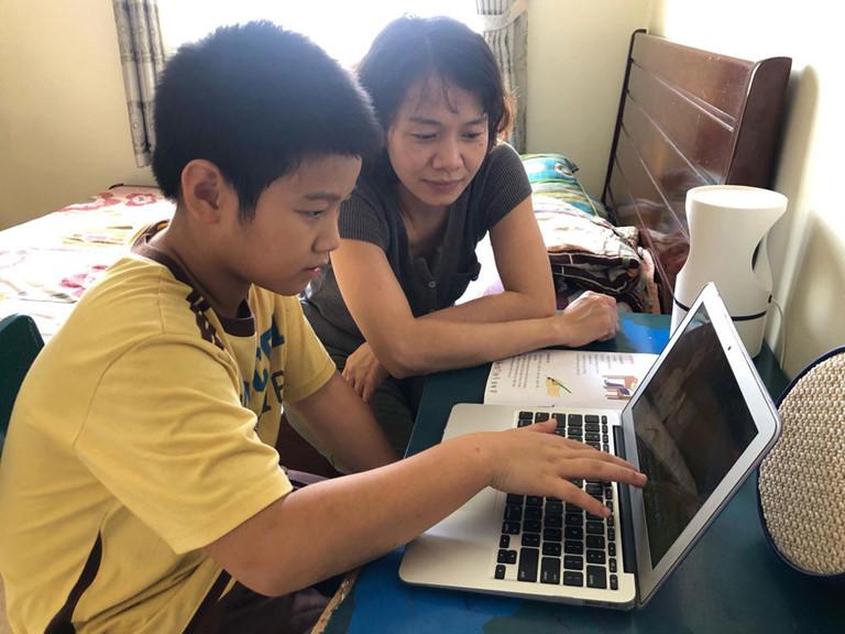 Hà Nội: Phụ huynh bất ngờ vì học sinh được nghỉ Tết sớm, đột ngột lại thành học trực tuyến