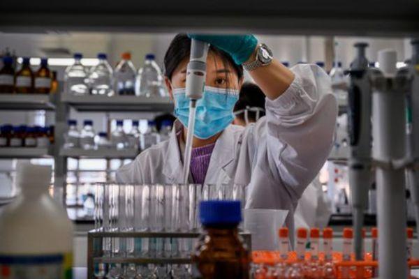 Trung Quốc bắt hơn 80 đối tượng sản xuất vắc-xin Covid-19 giả