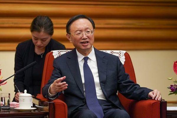 Quan chức cấp cao Trung Quốc 'vừa đấm vừa xoa' chính quyền TT Biden