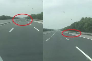"""Đôi lốp xe """"ma quái"""" trên cao tốc Hà Nội-Hải Phòng: 100% người xem clip kinh ngạc muốn hỏi """"tại sao?"""""""
