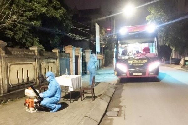 Cách ly nam sinh viên ĐH FPT đi xe máy từ Hà Nội về Nghệ An bị đau họng, sốt
