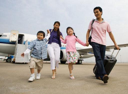 Mua quà biếu cha mẹ rồi đi du lịch thông Tết không về nhà