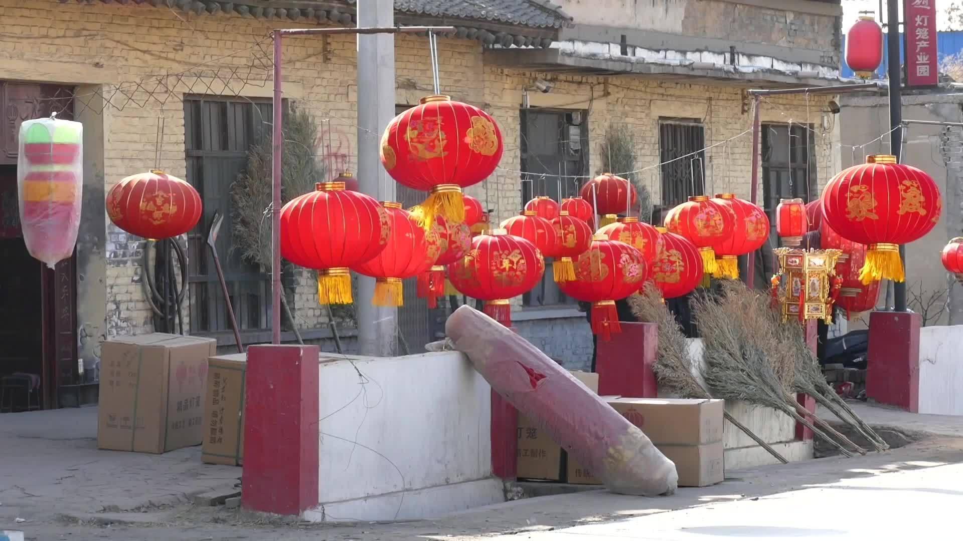 Bên trong ngôi làng sản xuất hàng triệu đèn lồng đỏ ở Trung Quốc