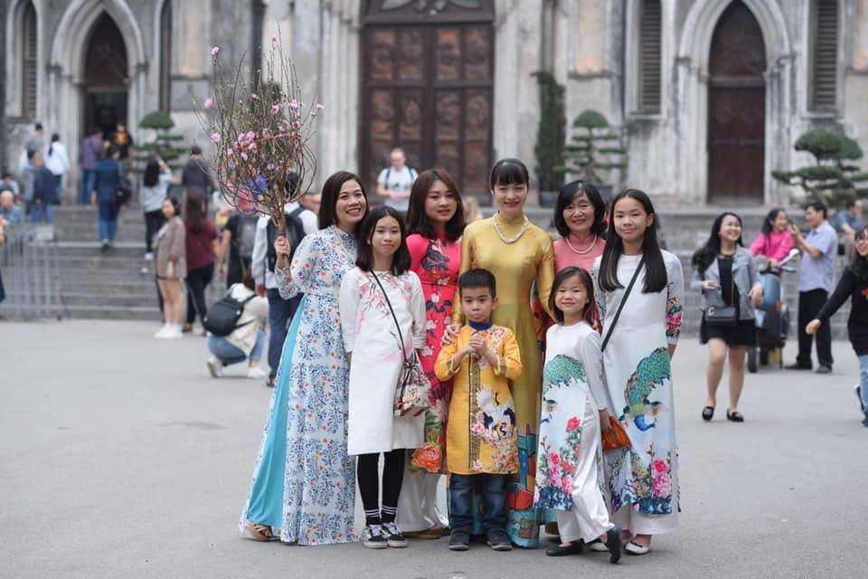 Bộ ảnh áo dài xuân của cô gái Hà Nội gợi nhớ Tết yên bình được dân mạng 'like' nhiệt tình