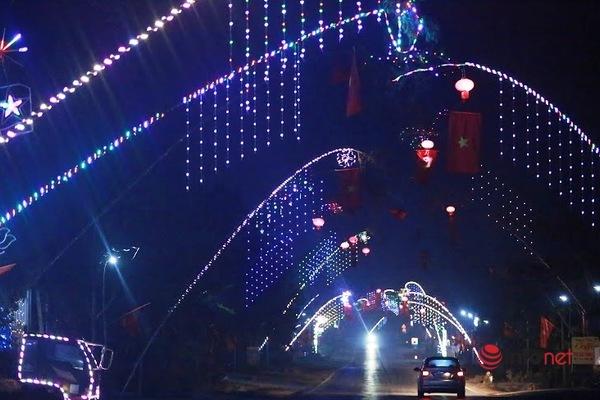 Lung linh những 'cung đường nêu' đón Tết ở xứ Nghệ